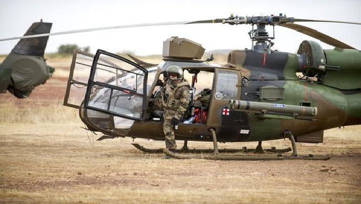 Magouilles : la France offre au Mali trois hélicoptères payés par le Qatar