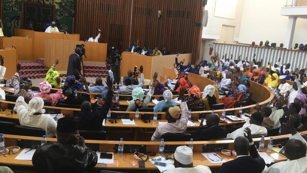 Sénégal : les députés adoptent le projet de loi supprimant le poste de Premier ministre