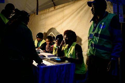 KENYA: Les Kényans aux urnes pour des élections très serrées